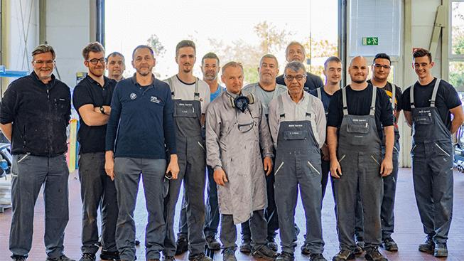Gruppenfoto des Kohl Repair Teams mit Mechaniker, Lackierer und Karosseriebauer